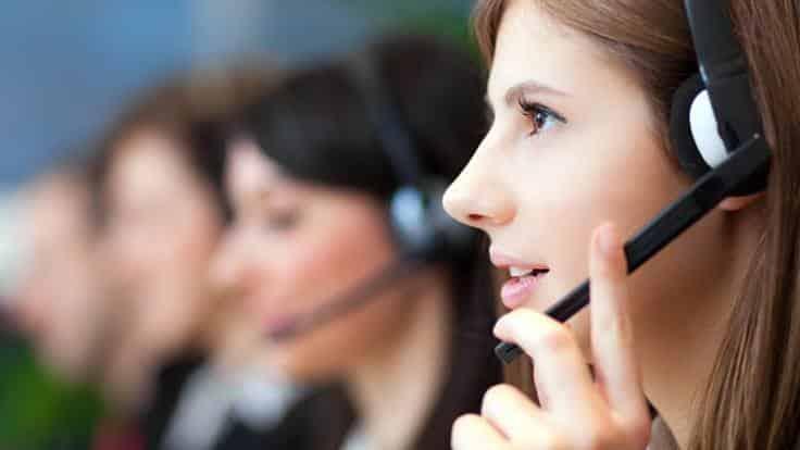 Mulher ao telefone (Suporte)