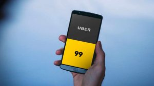 Celular com logo da Uber e 99