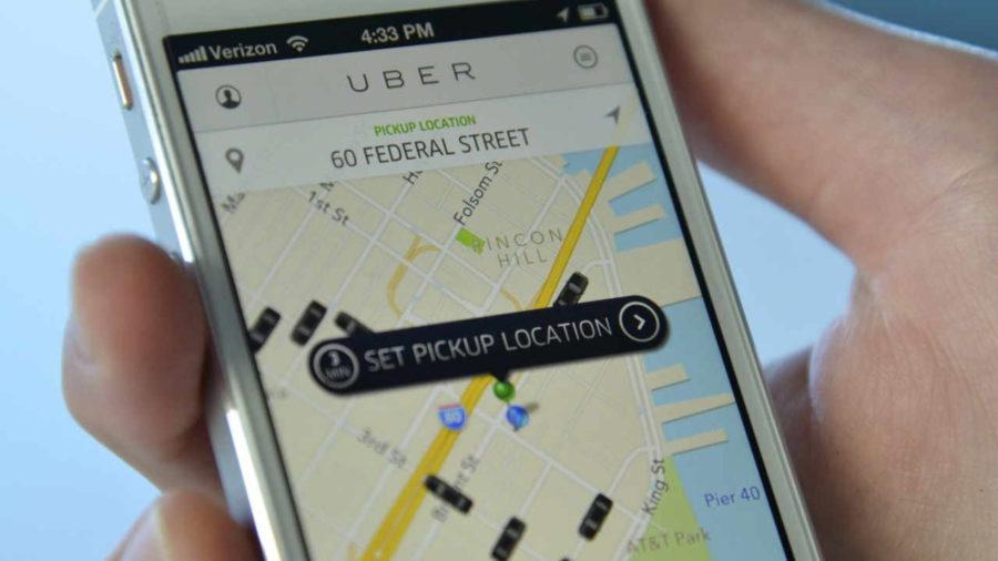 Celular com aplicativo Uber aberto