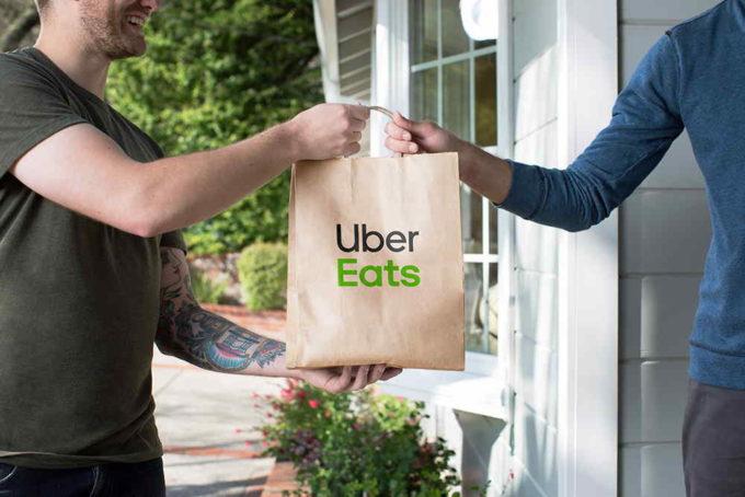 Entregando pedido Uber EATS