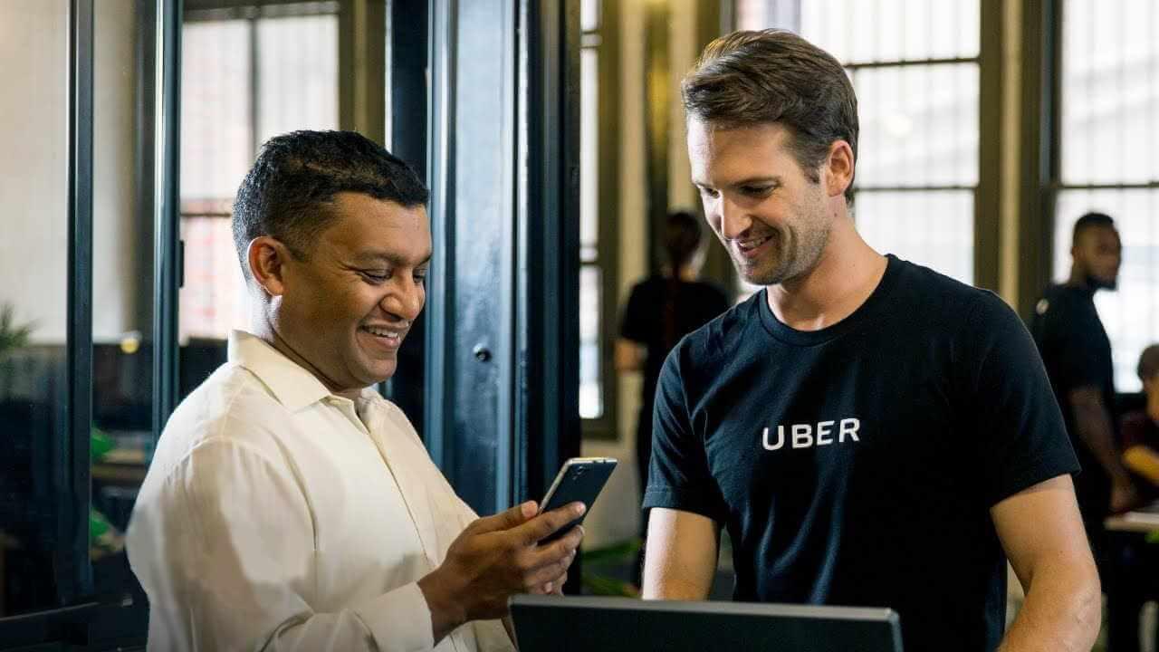 Usuário sendo atendido na Uber