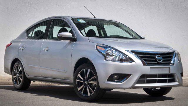 Nissan Versa prata