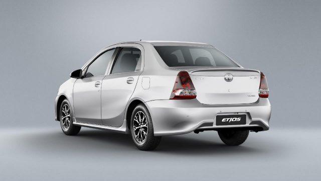 Toyota Etios sedã prata